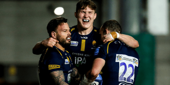 Worcester Warriors rugby players celebrating